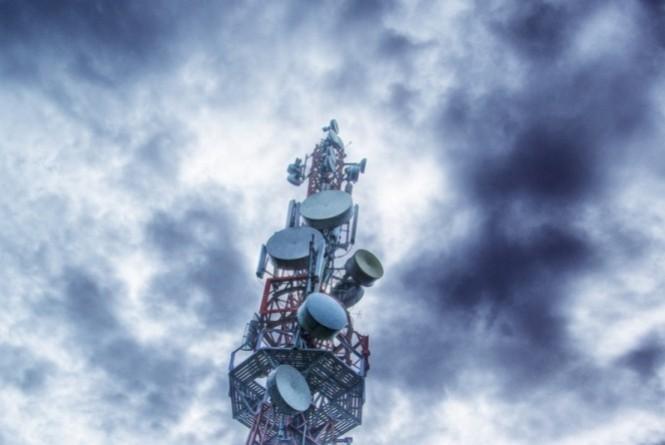 Removida antena de telecomunicações