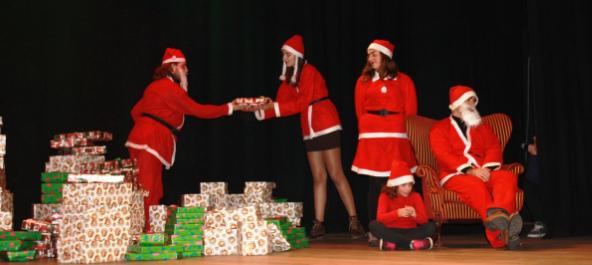 Festa de Natal das Crianças encheu o Cineteatro Municipal Messias