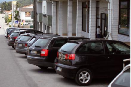 Edifícios públicos  sem estacionamento para deficientes