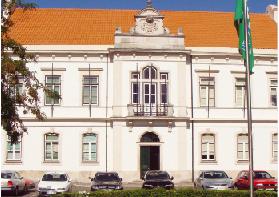 Sindicato avança para tribunal para travar municipalização da Educação