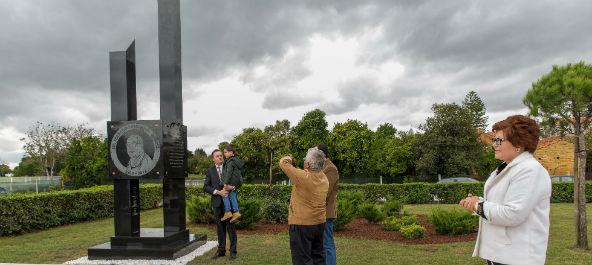Dr. Fernando Peixinho  imortalizado em monumento