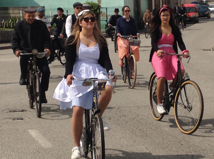 Bicicletas com mais de 80 anos desfilam pelas ruas da União