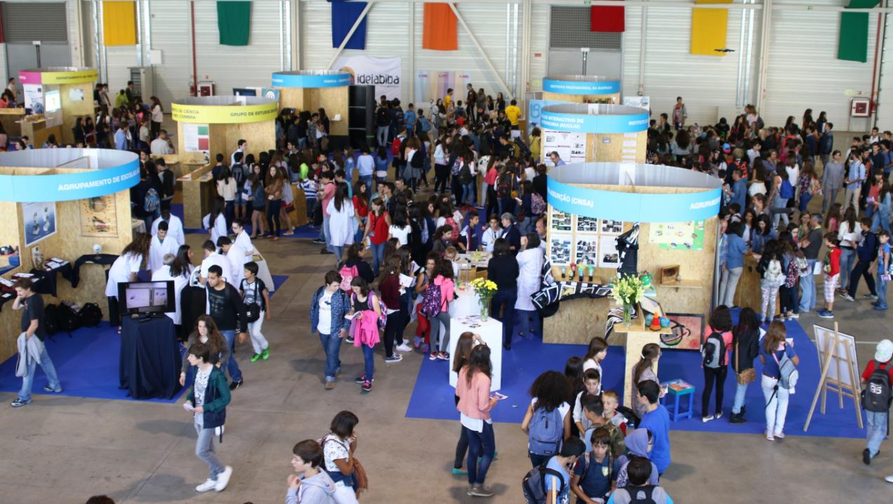 Cientistas, empresas e alunos no Festival da Ciência