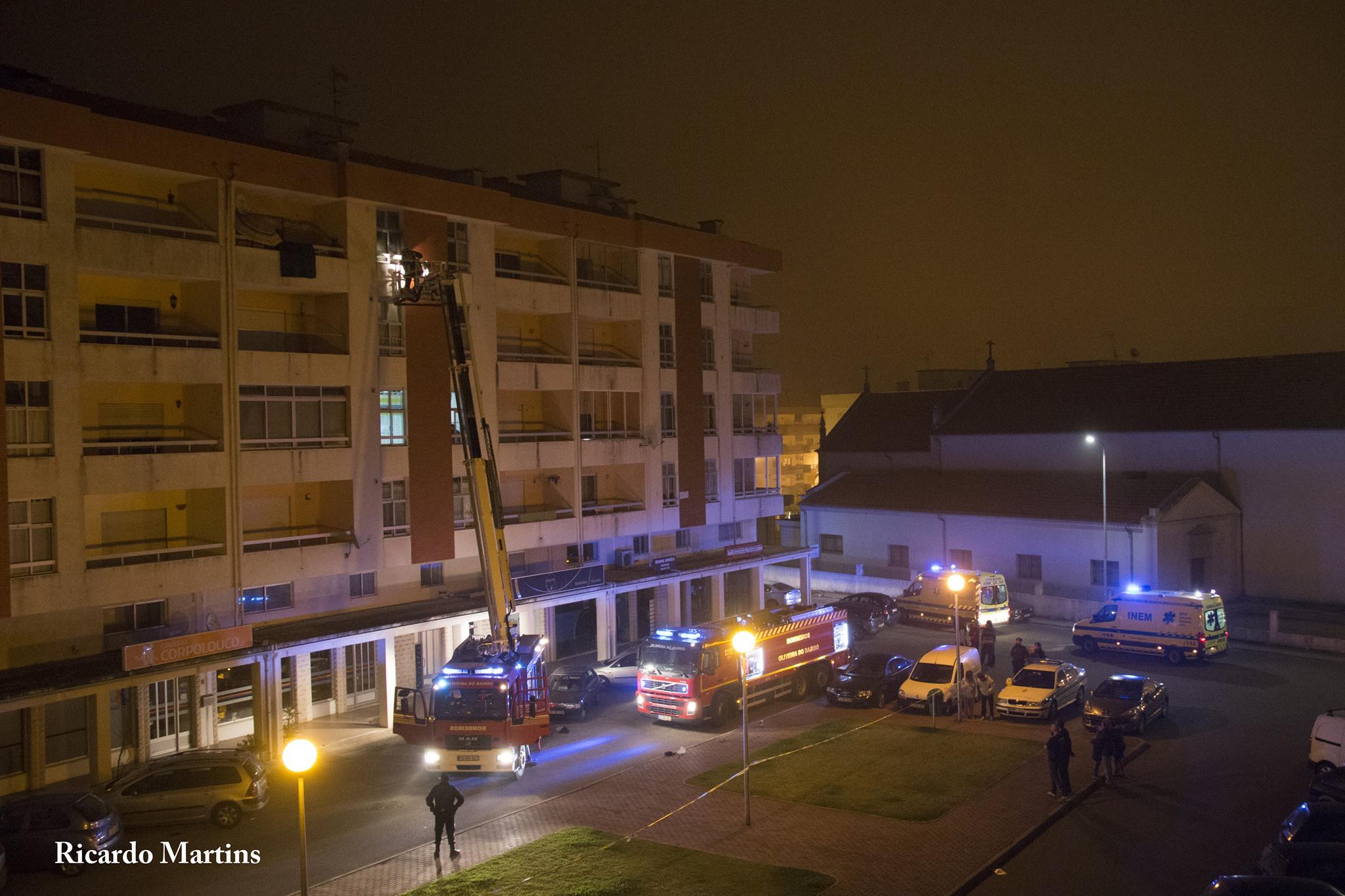 Cigarro mal apagado provoca incêndio em apartamento