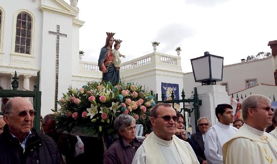 Centenas de peregrinos rumam ao Santuário