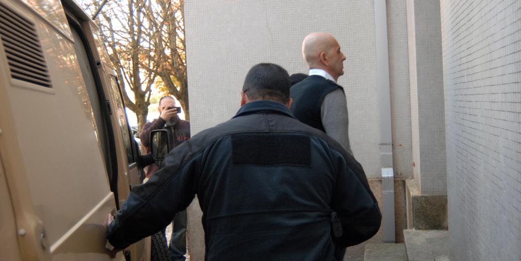 23 anos de cadeia para o homem que esfaqueou mortalmente a esposa e o companheiro em Sangalhos