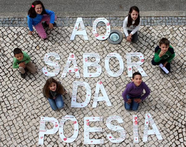 Crianças e seniores celebram Dia Mundial da Poesia  em Oliveira do Bairro
