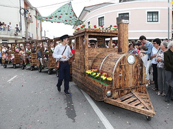 Festa da Flor: Oiã virou um jardim de flores e gente