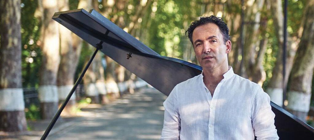"""Gonçalo Tavares lança """"Ao Piano""""  e junta DVD """"Live @ Curia"""""""