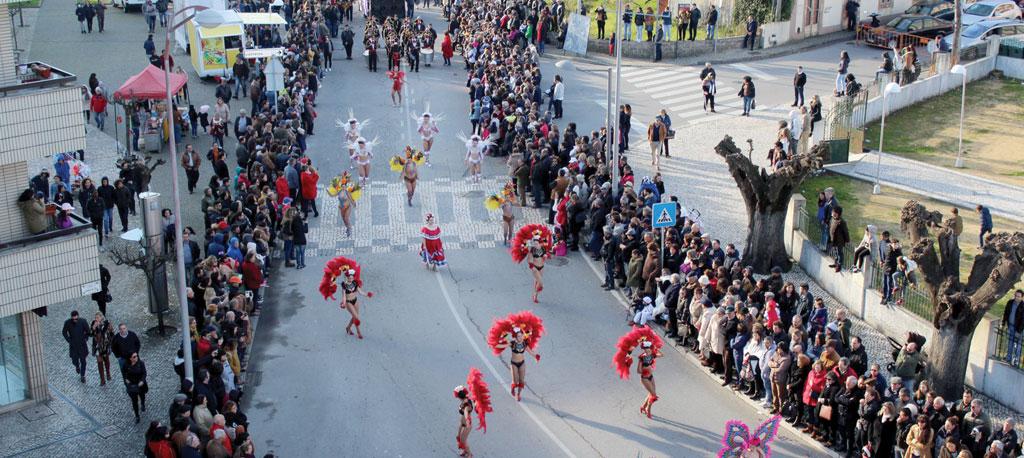 Carnaval em Oliveira do Bairro: Desfile aquece as ruas da cidade
