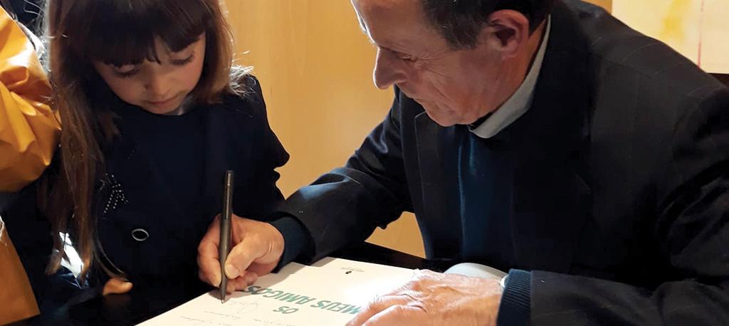 Biblioteca de Anadia: Albano Jorge apresenta livro rodeado de familiares e amigos