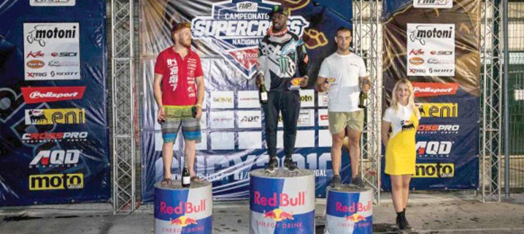Supercross na Poutena: Basaúla voa para o comando
