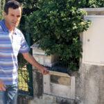 Casa sem água canalizada nas imediações do depósito da Serena
