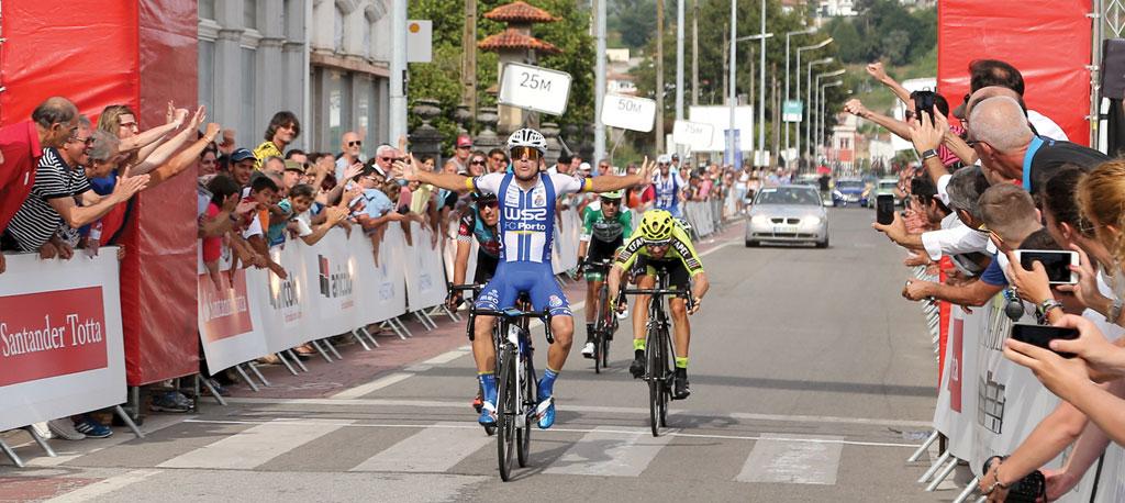 Francisco Campos (W52-FC Porto) foi mais rápido na chegada a Águeda
