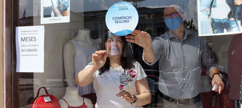 """Selos """"Comércio Seguro"""" já estão a ser distribuídos em Anadia"""