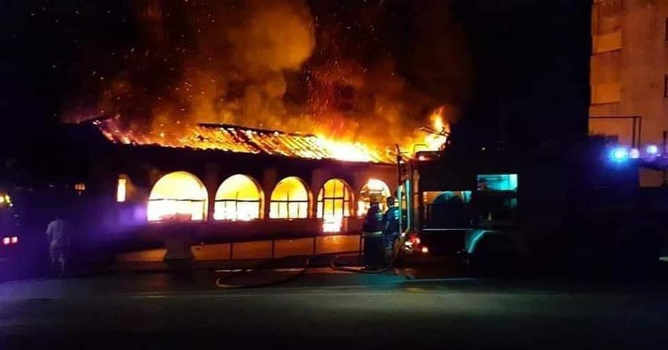 """Incêndio destrói sede da escola de samba """"Sócios da Mangueira"""""""