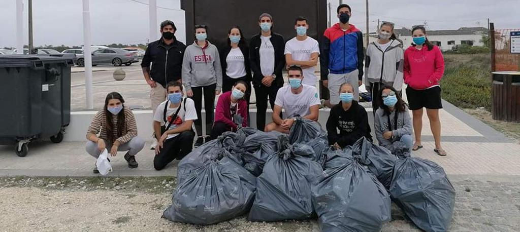 Voluntários recolheram mais de 60 kg de lixo na Praia de S. Jacinto