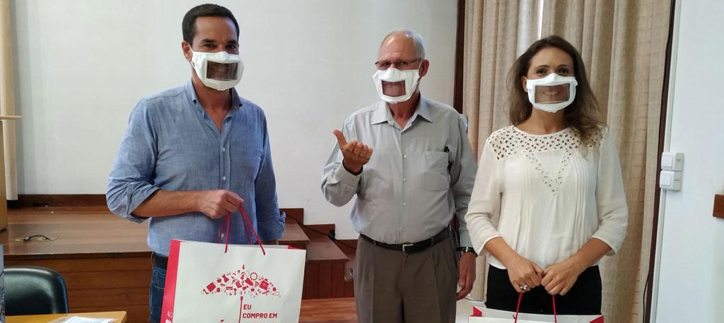 Águeda:  Câmara entrega máscaras transparentes à Associação  dos Surdos de Águeda