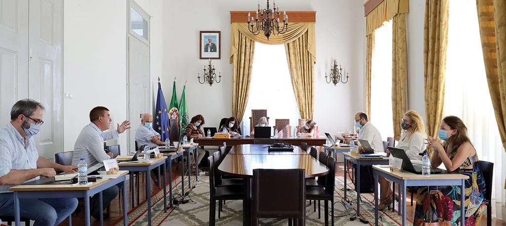 Câmara da Mealhada aprova apoios para restauro de igrejas e para os Sócios da Mangueira
