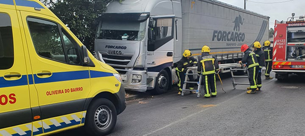 O. do Bairro: Despiste de veículo pesado faz um ferido em Vila Verde