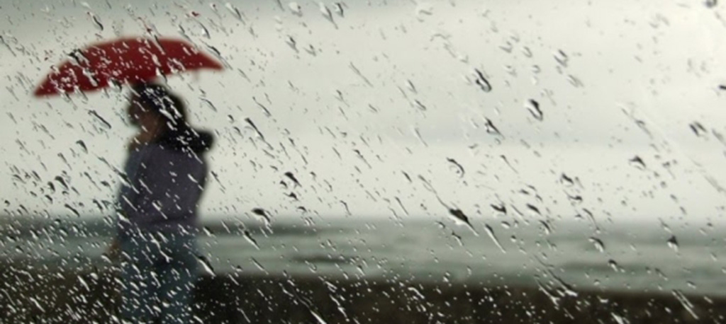 Tempo: Depressão Alex com chuva e vento coloca seis distritos sob aviso amarelo